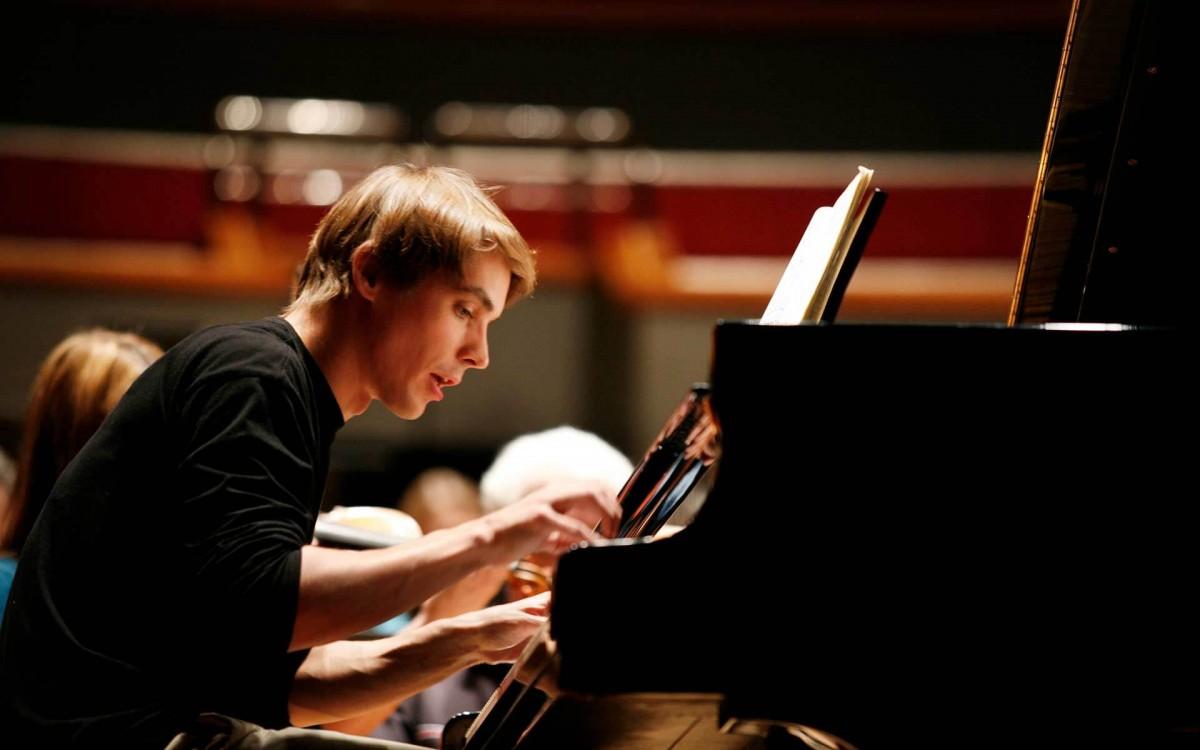Brahms' 1. Klavierkonzert mit Cédric Tiberghien